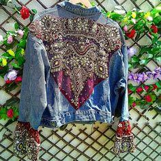 50 Diverse Ideas of Denim Jackets Decor: articles and DIYs – Livemaster Customised Denim Jacket, Custom Denim Jackets, Vintage Jacket, Vintage Denim, Denim Fashion, Boho Fashion, Style Fashion, Winter Fashion, Denim Jacket Patches