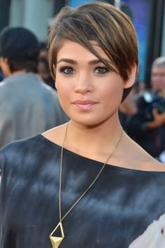Nicole Anderson Cute Short Layered Cut