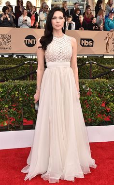 2016 SAG Awards: Laura Prepon is angelic in a white chiffon Carmen Marc Valvo creation with a design on the bodice. Beautiful, lovely, and angelic! I'm a big fan of chiffon! The white is beautiful against Laura's dark hair.