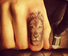 WANT! On my thumb or my middle finger