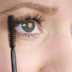 How to apply mascara the right way for long, gorgeous lashes!