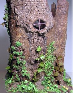 how to: adding moss to a tree stump house
