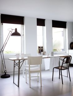 Vosgesparis - My home in Decorate -Workshop - A book by Holly Becker (idea of black blinds for interior design 2012 Black Blinds, Black Curtains, Decor Inspiration, Blog Deco, Black Kitchens, Kitchen Black, Living Room Remodel, New Living Room, Scandinavian Home