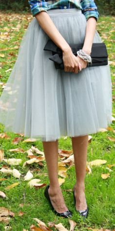 Beautiful grey tulle skirt http://rstyle.me/n/m4298nyg6