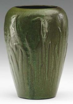 AREQUIPA Vase Crisply Carved With Tall Jonquil Leav