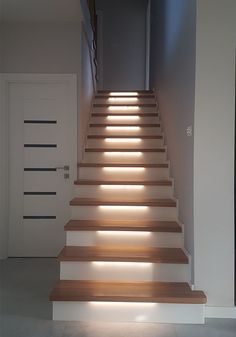 schody na beton nr 120 Home Stairs Design, Railing Design, Interior Stairs, Home Room Design, Interior Design Living Room, House Design, Cottage Stairs, House Stairs, Bathroom Under Stairs