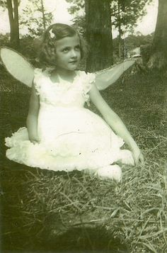 Im a little fairy girl today Vintage Children Photos, Vintage Images, Vintage Kids, Antique Photos, Vintage Photographs, Vintage Labels, Vintage Postcards, Old Pictures, Old Photos