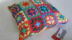 Crocheted Cushion Cover Cotton Granny Square por AddiesKnittedGifts