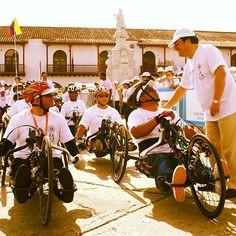 Admirando una voluntad de oro, gente que no se agacha ante las dificultades. En Cartagena se siente la fuerza de la gente que lucha. Un orgullo poder compartir esta experiencia con todos ustedes.