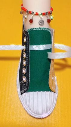 Ways To Tie Shoelaces #shoelaces #hairtutorials #TheSongOfUs #onlineclass #newstyles  #tyingshoes