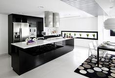 Bou Interiorismo es el responsable del proyecto de reforma de un Ático de lujo en Granada de estilo moderno y funcional, en el que se han incluido los equipamientos para baño de Noken