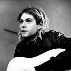 Kurt Cobein, una chitarra del leggendario frontman dei 'Nirvana', all'asta su eBay #kurt #cobein #chitarra #asta