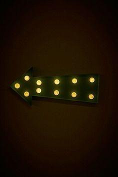 Mintgrüne Lampe im Pfeildesign