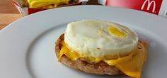 Keto Fast Foods on the Go! Great ideas on how to stay low carb at fast food restaurants. Source by sfate Keto Fast Food Breakfast, Breakfast On The Go, Eat Breakfast, Breakfast Items, Gourmet Recipes, Low Carb Recipes, Healthy Recipes, Fast Healthy Meals, Fast Foods