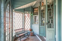The Colonial Revival Interior - Period Homes Magazine Modern Colonial, French Colonial, British Colonial, French Style Homes, Traditional Interior, Traditional Furniture, Traditional Design, Interior Design Magazine, House And Home Magazine