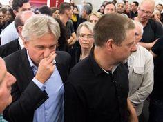 Der überfallene Verleger vermutet die Gewalttäter in der linken Szene. Die Kriminalpolizei ermittelt. Frankfurt, Couple Photos, Couples, Europe, Truth Hurts, Facts, Scene, Germany, Couple Shots