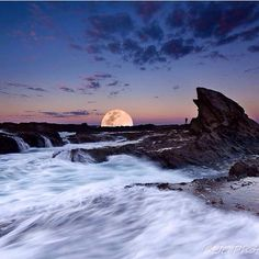 I see a super moon risin'. Great shot @mjc_photography taken at Currumbin Rock. #thisisqueensland #visitgoldcoast