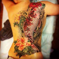 Do you want to koi fish tattoo? This article is koi fish tattoo designs and meanings. I shared trendiest koi tattoo ideas with you. Full Back Tattoos, Great Tattoos, Sexy Tattoos, Unique Tattoos, Beautiful Tattoos, Body Art Tattoos, Tattoos For Women, Tattoos For Guys, Circle Tattoos