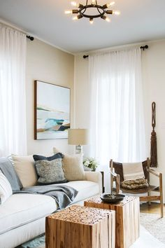 16 Clever Designer Solutions to the Most Common Small-Space Conundrums Living Room Furniture Layout, Living Room Designs, Home Furniture, Living Room Decor, Rustic Furniture, Antique Furniture, Funky Furniture, Furniture Online, Furniture Stores