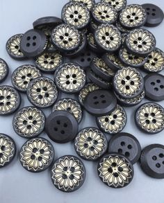 100pcs Novelty Hollow Flower Wood Buttons for DIY Sewing Scrapbooking Crafts