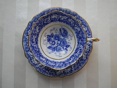Vintage Double Warrant, Blue and White, Paragon Teacup Pattern: Blue Roses, Rose Bouquet, A833. Blue rose border with blue bouquet in center, scalloped edge and gold trim. Marked: Paragon By Appointment H.M. the Queen & H.M. Queen Mary, Fine Bone China, England, A833 Cup Size: 4