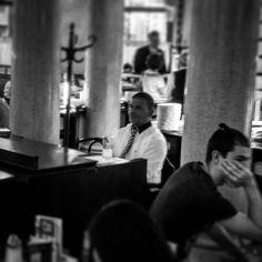 El Pianista tocando en directo para amenizar la merienda..