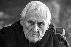 Умер актер из «Игры престолов» http://mnogomerie.ru/2016/12/06/ymer-akter-iz-igry-prestolov/  Британский актер Питер Вон скончался в возрасте 93 лет. Об этом во вторник, 6 декабря, сообщает BBC News. Агент артиста Салли Лонг-Иннес заявила, что Вон умер утром в окружении семьи. Причины смерти не называются. Вон родился в Великобритании 4 апреля 1923 года. Он известен по роли мейстера Эйемона Таргариена в сериале «Игра престолов». Актер также […]