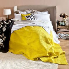 Yellow bedroom / Une pointe de jaune pour pimenter la déco dans la chambre
