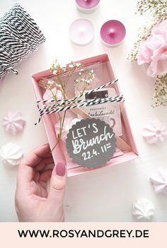 Brunch Invitation Make yourself in the cardboard box - DIY Bloom .- Make DIY brunch invitation in the box yourself - Presents For Boyfriend, Boyfriend Gifts, Birthday Box Ideas, Cardboard Box Diy, Carton Diy, Brunch Invitations, Birthday Brunch, Baby Shower, Diy Box