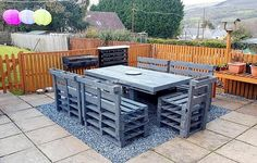 Sketch out wood pallets according to your desire. Rehash wood pallets to arrange them as per your choice. This is interesting way to decor your place economically. These ravishing ideas can also help you out to pass your free time. This is low cost way to Wood Pallet Recycling, Recycled Pallets, Recycled Wood, Wood Pallets, Outdoor Furniture Plans, Wood Pallet Furniture, Backyard Projects, Pallet Projects, Pallet Ideas Easy