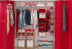 Definitivamente los días de sol y calor llegaron para quedarse, así que aprovecha esta semana para ordenar tu closet! Es hora de cambiar los chalecos y botas por poleras y chalas. Primavera - Verano 2016