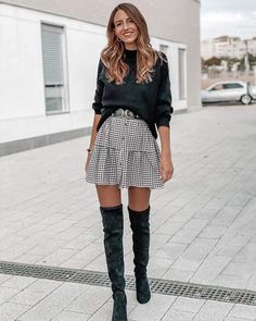 Moda Instagram, Sweet Style, Office Outfits, My Eyes, Skater Skirt, Mini Skirts, Boots, Jackets, Sweet Fashion