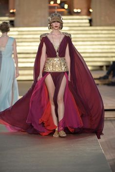 Dolce & Gabbana Herbst/Winter Haute Couture - Fashion Shows Dolce & Gabbana, Look Fashion, Runway Fashion, Fashion Show, Fashion Design, Haute Couture Dresses, Haute Couture Fashion, Runway Magazine, Blake Lively