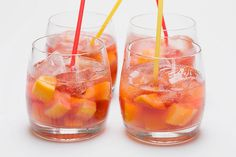 Ginger Lemonade Sangria: No wine or brandy required for this party-perfect sangria! It's made with ginger ale and lemonade flavor drink mix and served with chopped mixed fruit. Kraft Recipes, Kraft Foods, Strawberry Lemonade, Pink Lemonade, Limonade Rose, Lemon Cheesecake Bars, Sangria Recipes, Cocktail Recipes, Oranges And Lemons