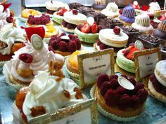 Kate and Chelsie: Laduree Paris, it's not just macaroons you know Mini Cakes, Cupcake Cakes, Tart Recipes, Dessert Recipes, Pumpkin Rice Krispie Treats, Berry Tart, French Desserts, Pastry Shop, Blair Waldorf