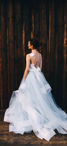 70f5ab9e128337a Необычные Свадебные Платья · This unique blue colored wedding dress by  @fataiperya compares in style and silhouette to Hayley
