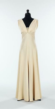 30s cream white evening dress beaded Diamond Horseshoe' Gown 1936-37 // by Elizabeth Hawes, American, (1903-1971)