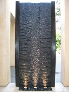 Water feature wall - 40 Genius Lighting Art for Beautiful Front Yard Indoor Water Features, Water Features In The Garden, Wall Water Features, Design Fonte, Indoor Water Fountains, Outdoor Fountains, Indoor Fountain, Front Yard Fountains, Outdoor Waterfall Fountain