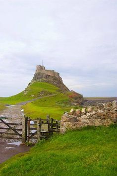 Lindisfarne Castle on its dramatic rock England Ireland, England And Scotland, England Uk, Northern England, Great Places, Beautiful Places, Places To Visit, Dissolution Of The Monasteries, Outlander