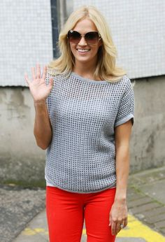 neutral top. colored skinny jeans and big sunglasses. my new love.