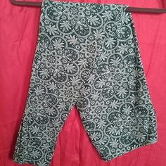 LuLaRoe TC Leggings Green Filigree Floral LuLaRoe TC Leggings. Green filigree floral. Hunter green background with sage green floral and filigree, and olive green detailing. Worn 1X, laundered per LLR instructions. Beautiful! LuLaRoe Pants Leggings