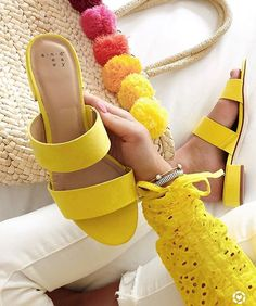 Under $20 yellow slides?! YES, PLEASE 😍💛 seriously can't get enough of yellow! I had been wanting a pair of yellow sandals and when I saw these, I knew they were perfect! They're the perfect lemon yellow 🍋 and the quality is