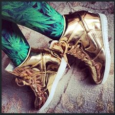 nike gold dunks
