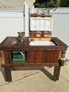 Pallet Outdoor Furniture 55 Rustic Outdoor Patio Table Design Ideas DIY on a Budget 47 Wood Cooler, Pallet Cooler, Patio Cooler, Outdoor Cooler, Diy Outdoor Bar, Rustic Outdoor, Diy Patio, Patio Ideas, Rustic Table