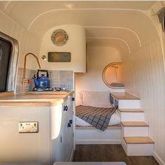 Ein aussergewöhnlich kreativer Ausbau eines Campng-Buses.