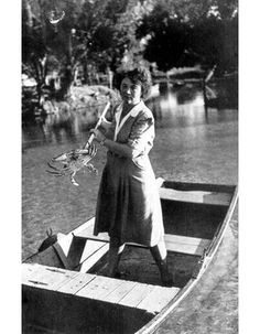 Marjorie Kinnan Rawlings Netting a crab at Salt Sprjngs in FL Author of The Yearling, Cross Creek and others~ Vintage Florida, Old Florida, State Of Florida, Florida Usa, Central Florida, Micanopy Florida, Old Photos, Vintage Photos, Big Pine Key
