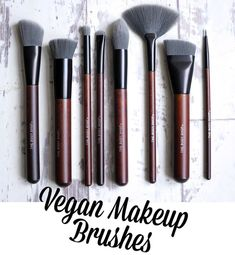 The Body Shop Vegan Makeup Brushes. Vegan Friendly Beauty Products I love their brushes! Makeup Brushes Amazon, Artis Makeup Brushes, How To Clean Makeup Brushes, Nail Brushes, Diy Makeup Brush Cleaner, Makeup Brush Case, Vegan Makeup Brush, Body Shop Skincare, Walmart Makeup