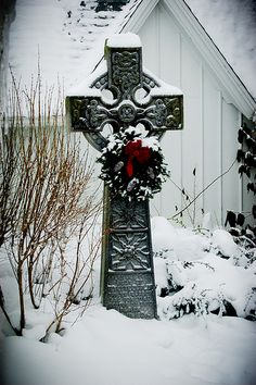 During a Celtic winter, the heart does not Wither Irish Celtic, Celtic Art, Celtic Crosses, Celtic Pride, Celtic Dragon, Christmas Time, Christmas Wreaths, Celtic Christmas, Winter Schnee