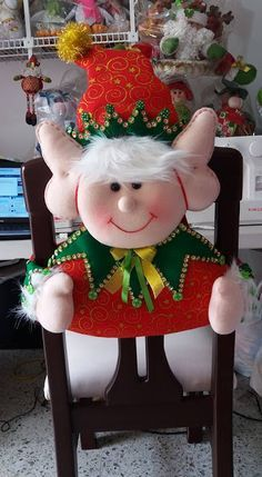 El Rincon de Ana Maria: CUBRE SILLAS NAVIDEÑOS MOLDES Y VIDEOS - Autoria y credito en las fotos Christmas Sewing, Felt Christmas, Christmas Snowman, Christmas Projects, Handmade Christmas, Christmas Time, Christmas Ornaments, Christmas Table Decorations, Holiday Decor