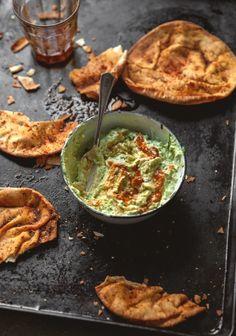 Avocado & yogurt dip with pita chips - Trois fois par jour Fingers Food, Appetizer Recipes, Appetizers, Pita, No Cook Meals, Vegetable Recipes, Chips, Love Food, Quelque Chose